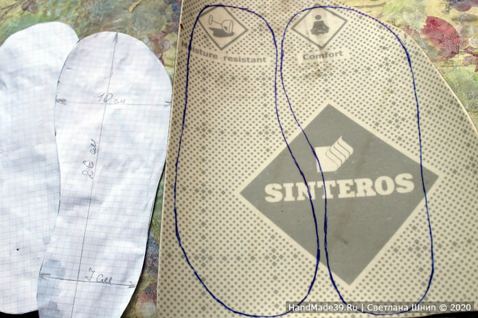 На линолеуме по лекалу ручкой или маркером обвести 2 подошвы (правую и левую)
