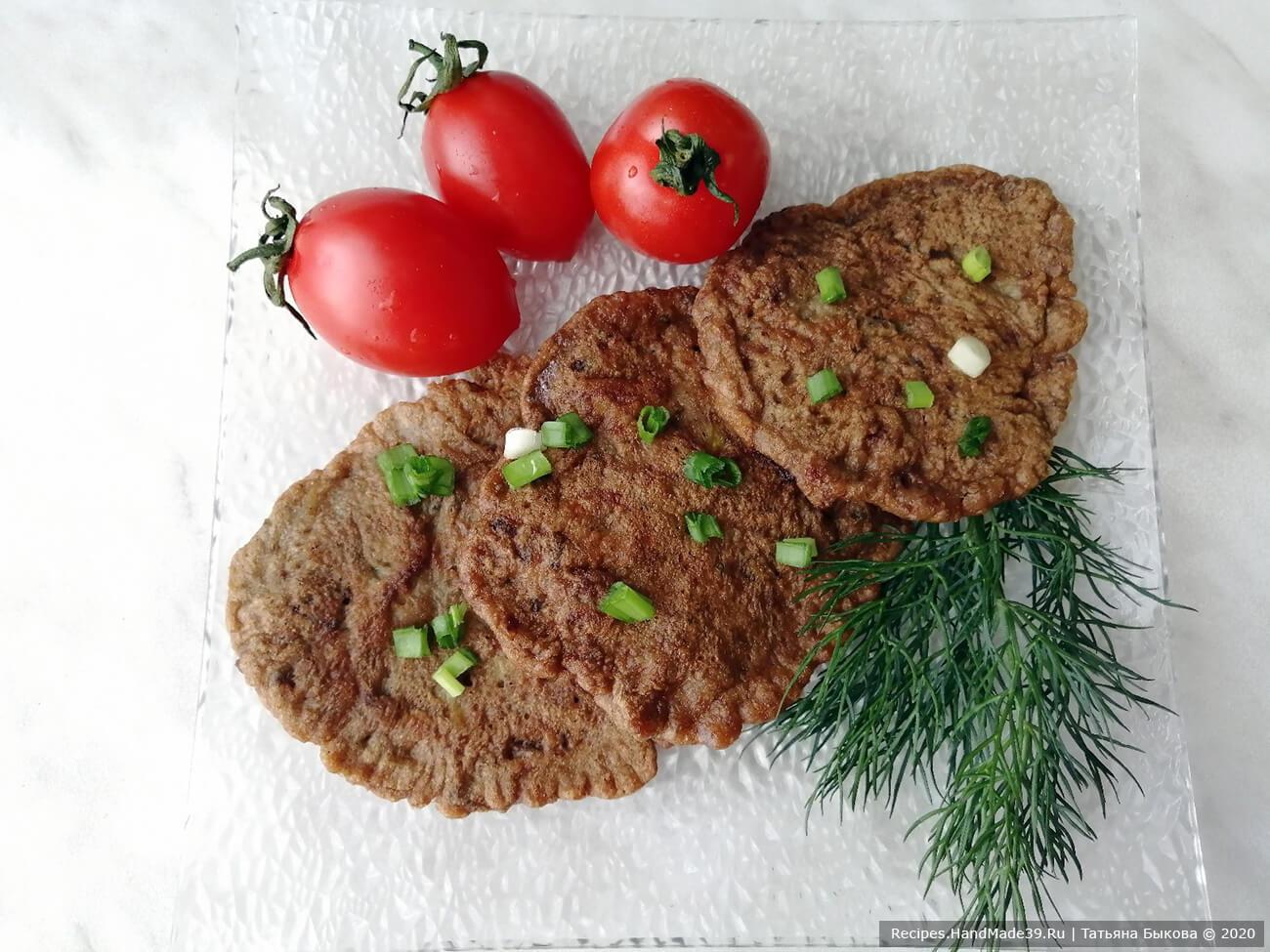 Как приготовить вкусные, сочные печёночные котлетки? Вот хороший рецепт, по нему можно жарить котлеты и из куриной печени, и из говяжьей