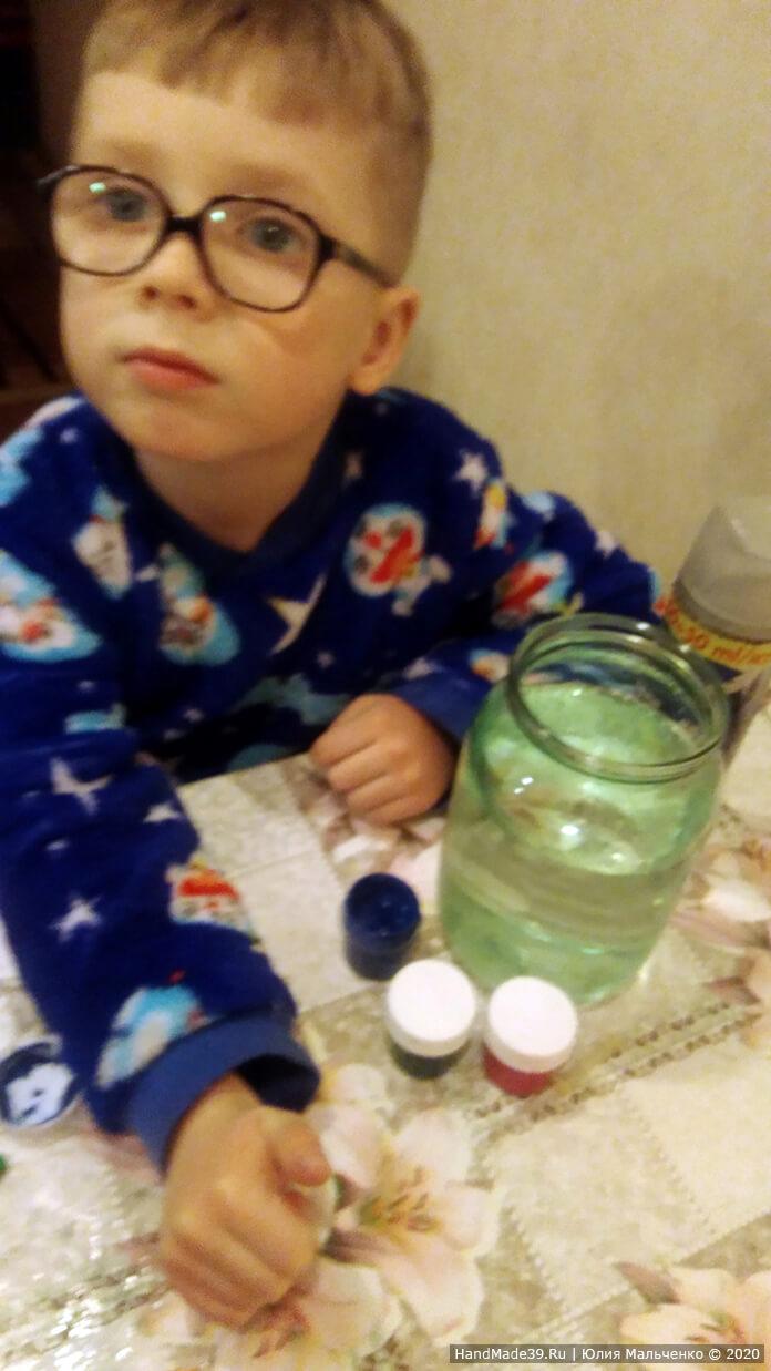 Химические опыты для детей. Красочный дождь из облака. Шаг 1
