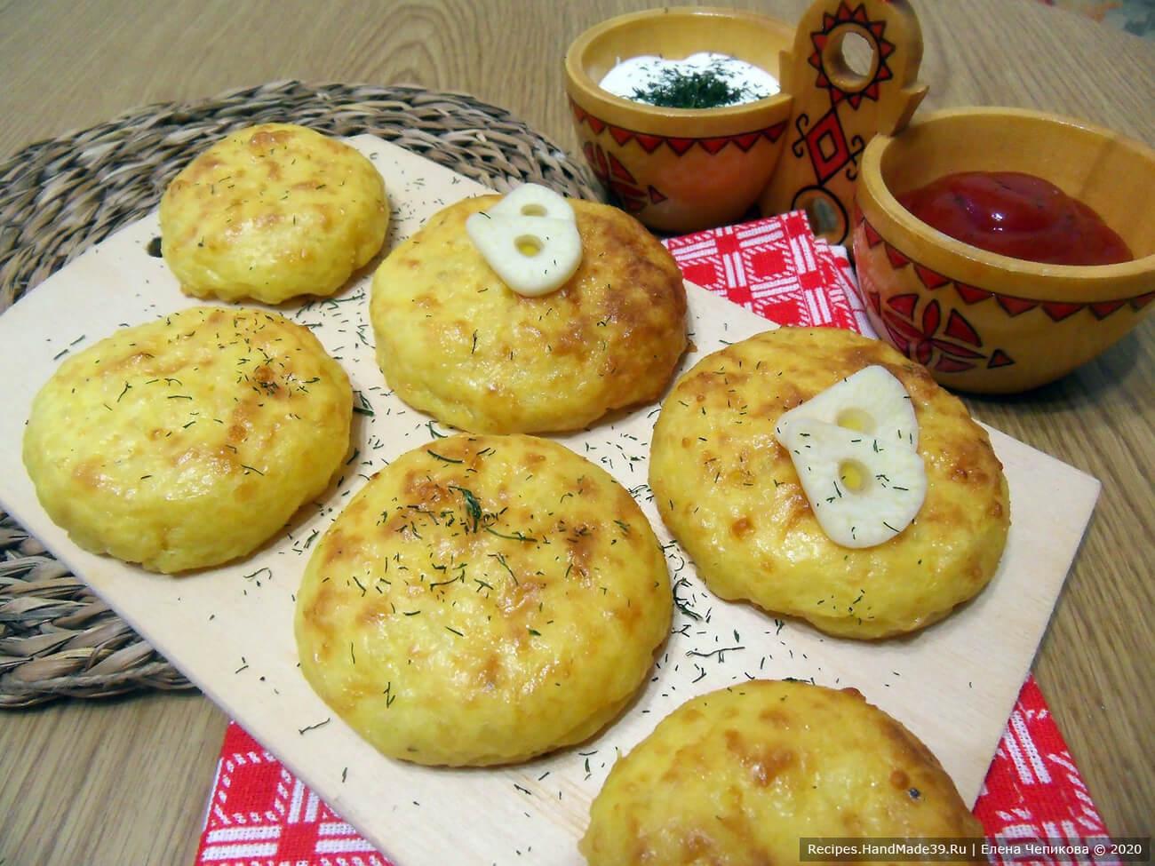 Оладьи из картофельного пюре с сыром, запечённые в духовке – пошаговый рецепт с фото