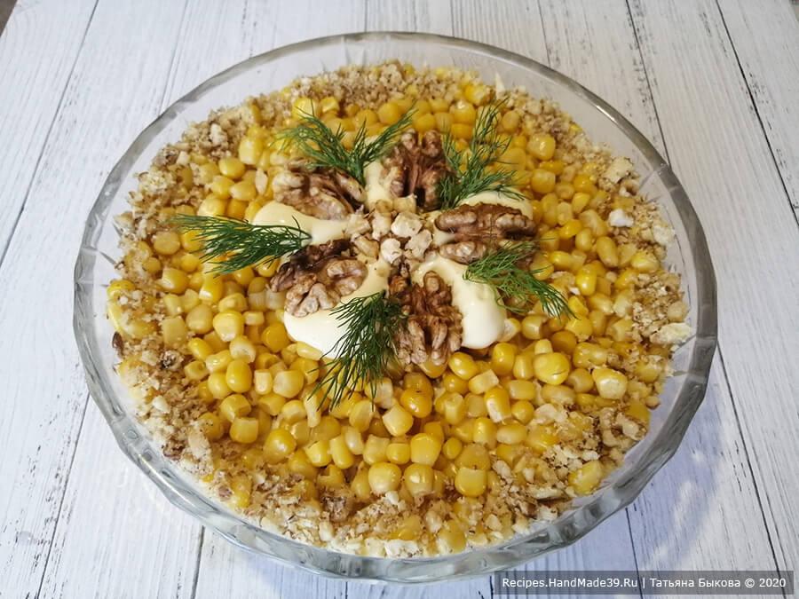 Слоёный салат «Эрмитаж» с куриной грудкой, кукурузой, ананасами и грецкими орехами – пошаговый рецепт с фото