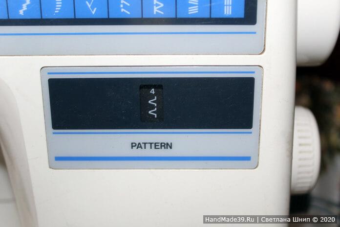 Носовые платки своими руками – шаг 2. Обработать края платочков обмёточным швом на машинке или сделать это вручную