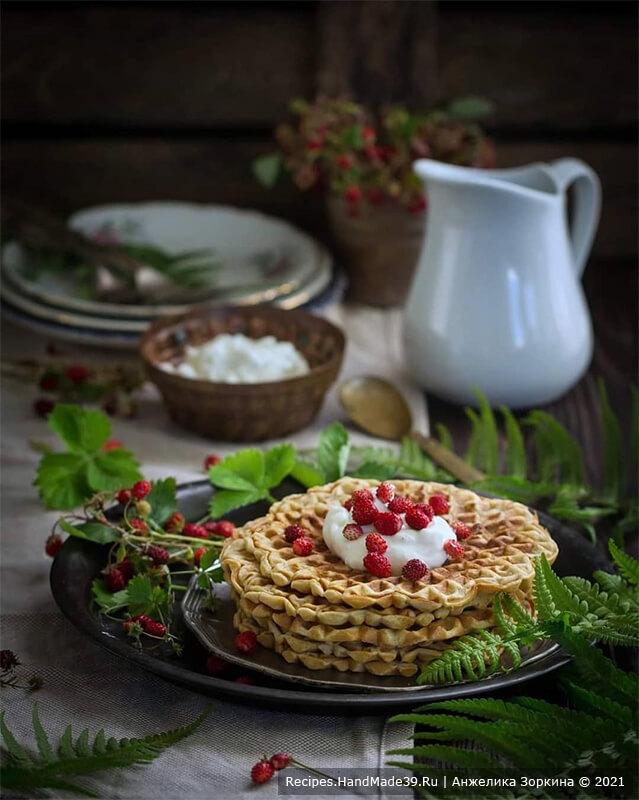 Гречневые вафли с земляникой на натуральном йогурте – пошаговый рецепт с фото